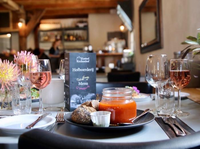 Een heerlijke lunch of diner in de Hofboerderij van Kasteel keukenhof