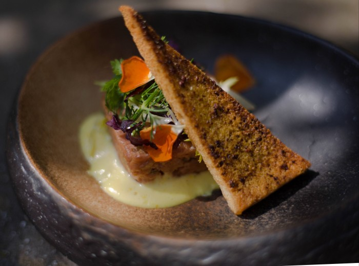 Steak tartar met truffel en old Amsterdam