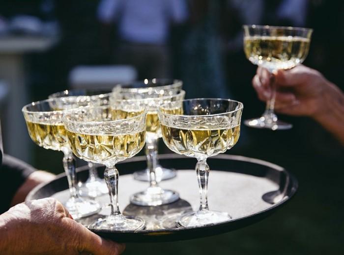 Tuinfeest - Cava Prosecco serveren ontvangst gastvrij hospitality evenementen  - Homemade Catering Lisse
